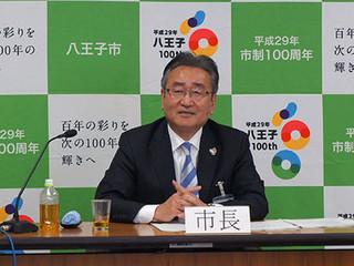2017年度予算案を発表する石森孝志八王子市長.jpg