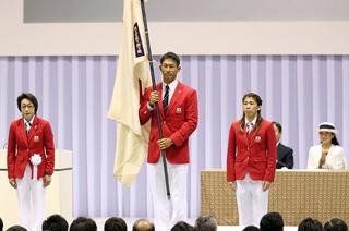 リオ五輪では日本代表選手団の旗手を務めた右代啓祐.jpg