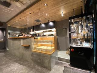 入り口に焙煎機が置かれている「Plaine Coffee」.jpg