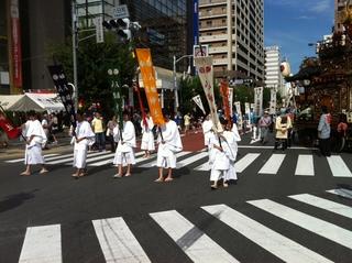 八幡八雲神社の宮神輿渡御1.jpg