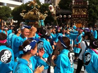 八幡八雲神社の宮神輿渡御2.jpg