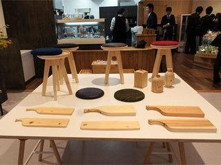 多摩産材を生かした商品を展示販売。.jpg