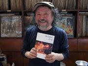 開店40周年を記念し本をまとめた高木さん.jpg