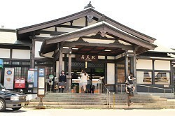 高尾駅駅舎.jpg